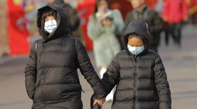 virus e mascherina